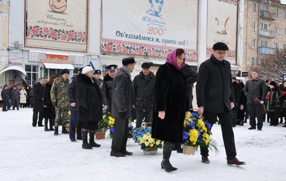 В День Соборности в Сумах почтили погибших в зоне АТО соотечественников (ФОТО) (фото) - фото 1