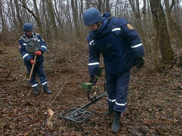 На Тернопільщині піротехніки вже кілька днів шукають вибухівку (фото) (фото) - фото 1