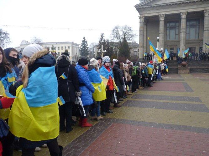Тернопільські школярі єднались на Театральному майдані (фото) (фото) - фото 1