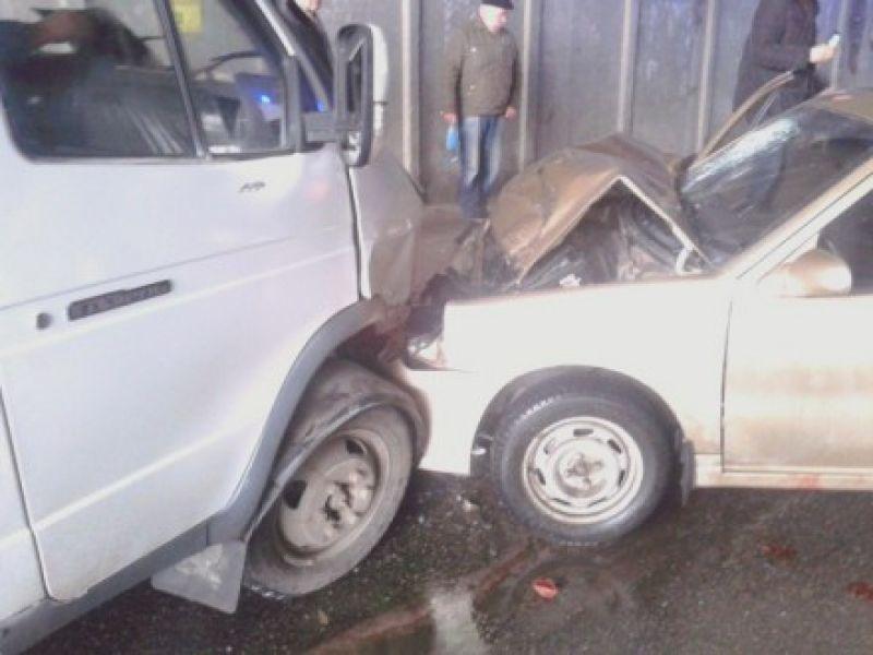 В тоннеле на Выдубичах водитель ГАЗели потерял сознание и протаранил Geely (ФОТО) (фото) - фото 1