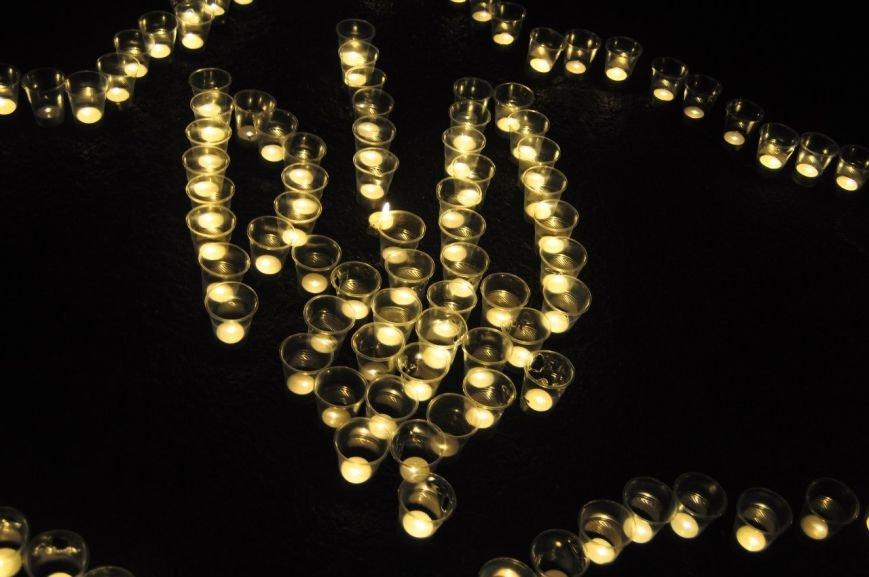 В День Соборности  криворожане почтили память героев, погибших за независимость и суверенитет Украины (ФОТО) (фото) - фото 3