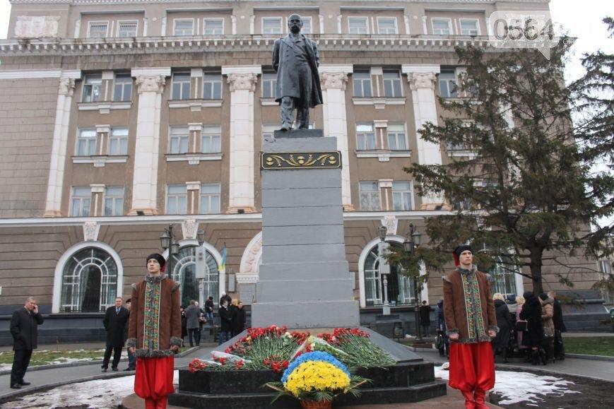 В Кривом Роге в День Соборности возложили цветы к памятнику и почтили память погибших за независимость Украины (фото) - фото 1
