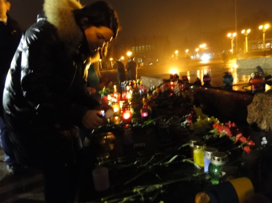 Хмельничани вшанували Героїв Небесної Сотні (фото) - фото 1