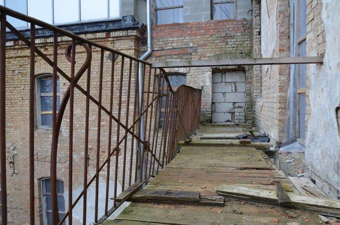 Фоторепортаж: «Муравьефф-отель» вместо реконструкции законсервируют и перепродадут (фото) - фото 30
