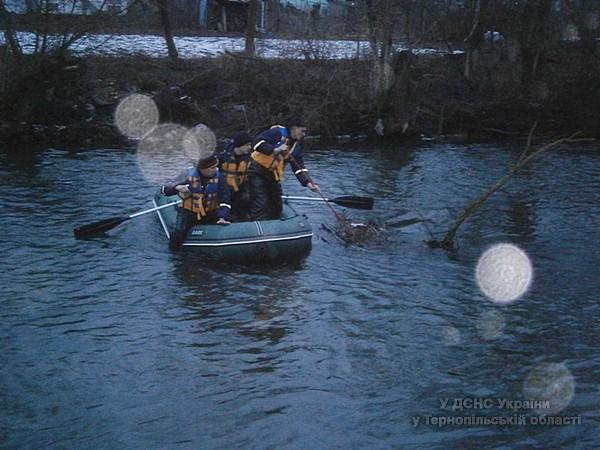 На Тернопільщині у річці шукають зниклого чоловіка (ФОТО) (фото) - фото 1