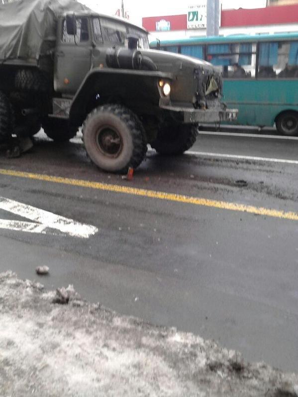 В центре Донецка боевики «ДНР» протаранили пассажирский автобус (ФОТО) (фото) - фото 2