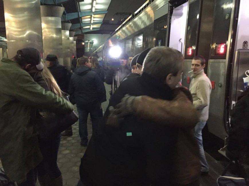 В Днепропетровск из Латвии вернулись бойцы АТО (ФОТО), фото-2