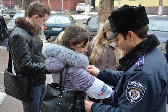 На магазинах Николаева появились наклейки с призывом не продавать спиртное и сигареты несовершеннолетним (ФОТО) (фото) - фото 5