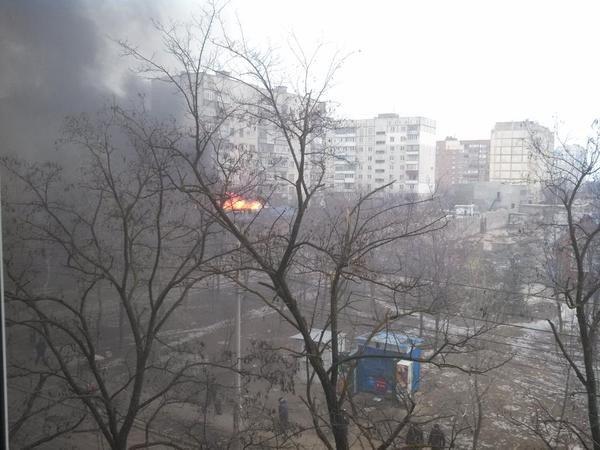 Утренний обстрел Мариуполя: множество разрушений, есть погибшие и десятки раненых (фото) - фото 1