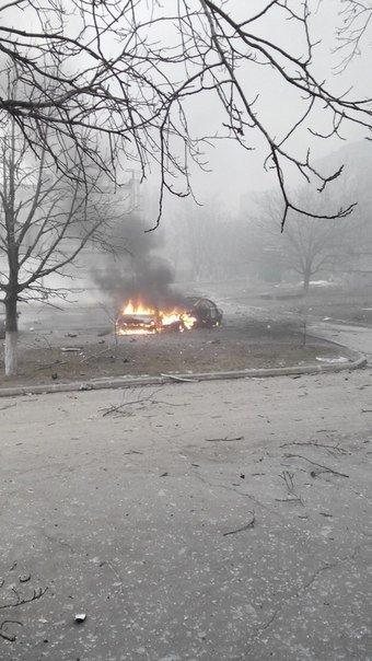Сегодня утром боевики обстреляли Мариуполь. Много погибших и раненых (фото и видео) (фото) - фото 1