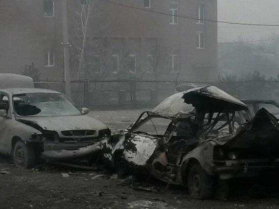В результате артобстрела Мариуполя пострадали более 60 человек (Фото) (фото) - фото 1