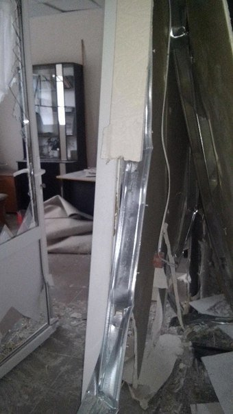 Число погибших в ходе обстрела Мариуполя достигло 16 человек (ФОТОРЕПОРТАЖ) (фото) - фото 1