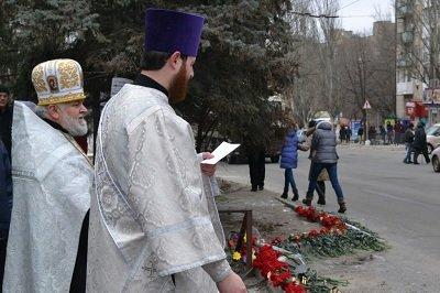 В Донецке состоялась панихида в память о погибших мирных жителях (фото) - фото 3
