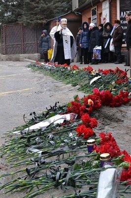 В Донецке состоялась панихида в память о погибших мирных жителях (фото) - фото 5