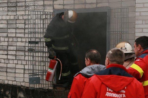 У Тернополі на вул. 15 квітня горіла пекарня (фото) (фото) - фото 1