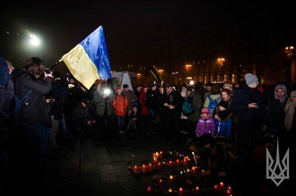 На Майдане Независимости киевляне почтили память погибших в Мариуполе (ФОТО, ВИДЕО) (фото) - фото 2