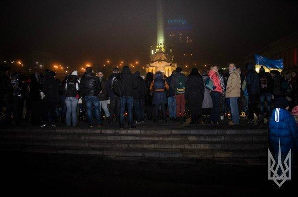 На Майдане Независимости киевляне почтили память погибших в Мариуполе (ФОТО) (фото) - фото 1