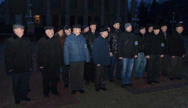 На нічне чергування вулицями Тернополя вийшли патрулі правоохоронців та громадських активістів (фото) (фото) - фото 1