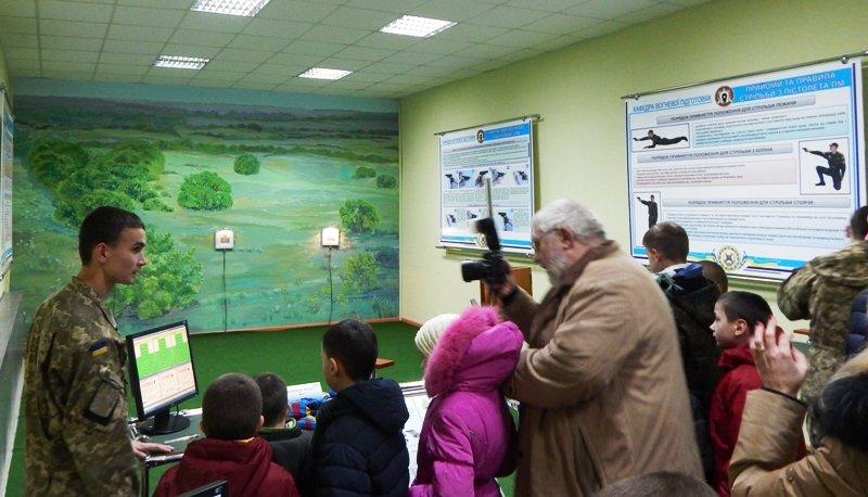 Дітям-сиротам зі Львова провели екскурсію по території Академії Сухопутних військ (ФОТОРЕПОРТАЖ) (фото) - фото 4
