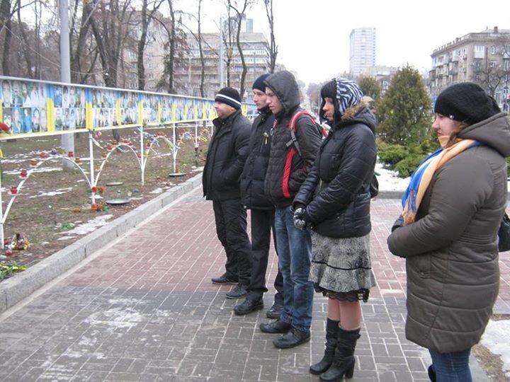 «Я Мариуполь»: в Днепропетровске к акции памяти присоединились волонтеры из Чехии (ВИДЕО, ФОТО) (фото) - фото 3