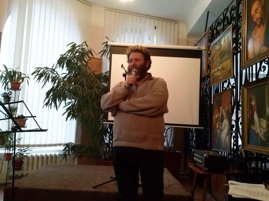 В Днепродзержинске вспоминали Владимира Высоцкого и пели его песни, фото-5