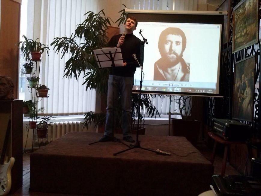 В Днепродзержинске вспоминали Владимира Высоцкого и пели его песни, фото-4