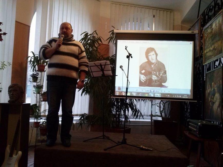 В Днепродзержинске вспоминали Владимира Высоцкого и пели его песни, фото-1