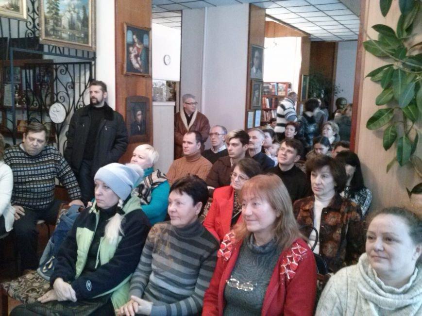 В Днепродзержинске вспоминали Владимира Высоцкого и пели его песни, фото-3
