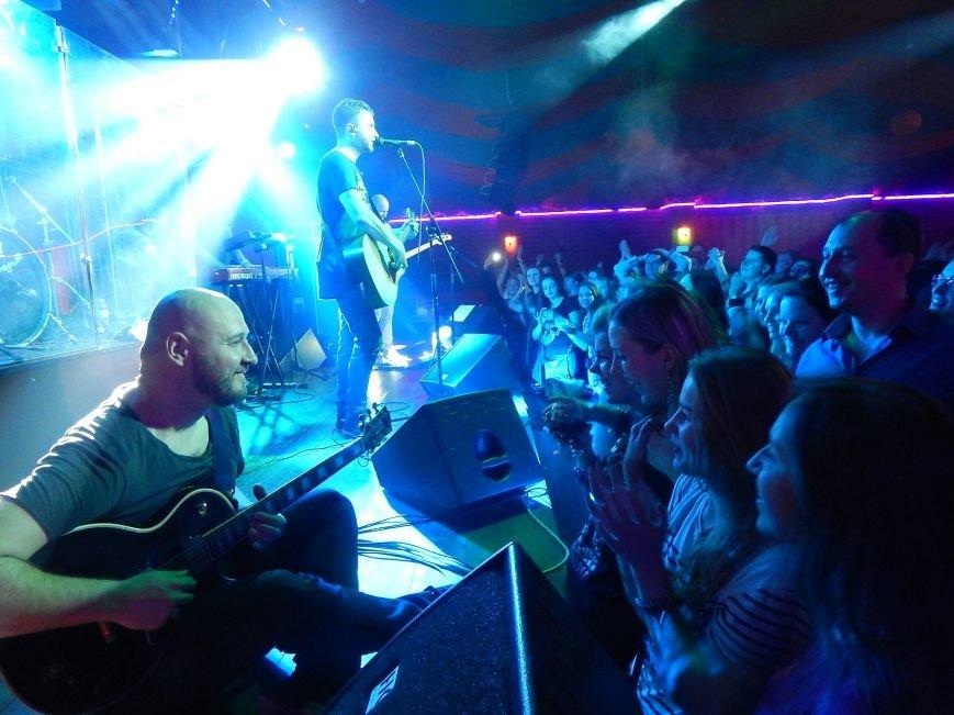 Соліст гурту С.К.А.Й. на концерті співав на сцені свої пісні разом з полтавцями (фото) - фото 8