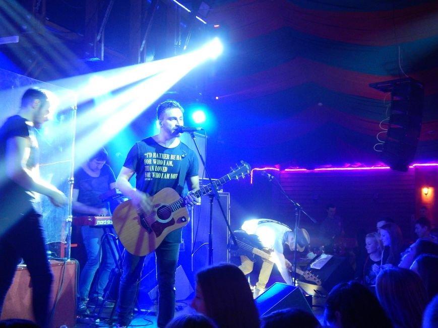 Соліст гурту С.К.А.Й. на концерті співав на сцені свої пісні разом з полтавцями (фото) - фото 4