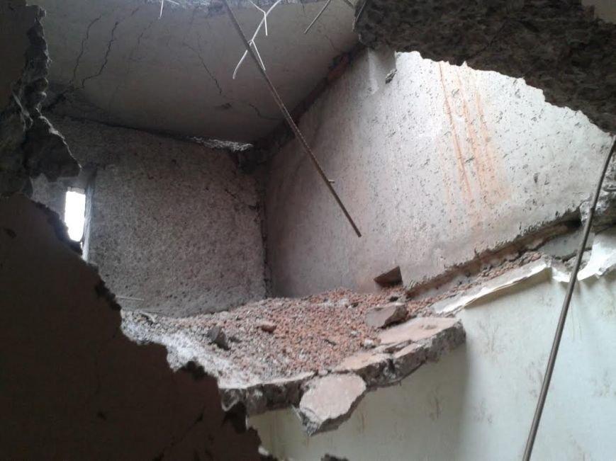 Жителей девятиэтажки террористы оставили без крыши над головой (ФОТО) (фото) - фото 1