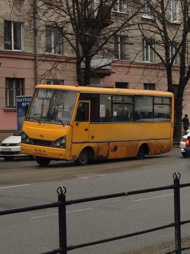 В тернопільській маршрутці №19 на ходу відпало колесо (фото) (фото) - фото 1