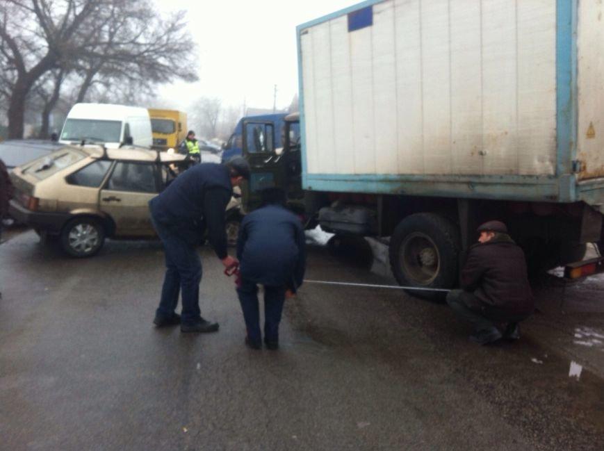 В Днепропетровске «ЗиЛ» врезался в «ВАЗ», фото-5