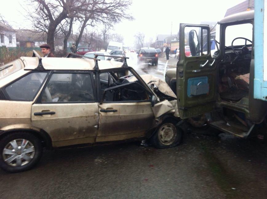 В Днепропетровске «ЗиЛ» врезался в «ВАЗ», фото-2