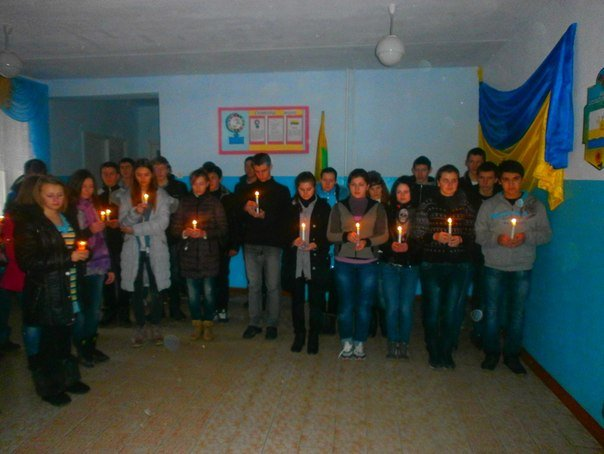 В селе на Николаевщине школьники зажгли свечи в память жертв мариупольской трагедии (ФОТО) (фото) - фото 4