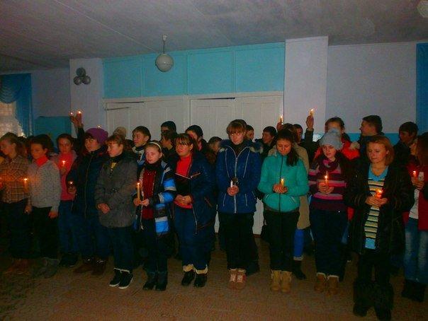 В селе на Николаевщине школьники зажгли свечи в память жертв мариупольской трагедии (ФОТО), фото-3