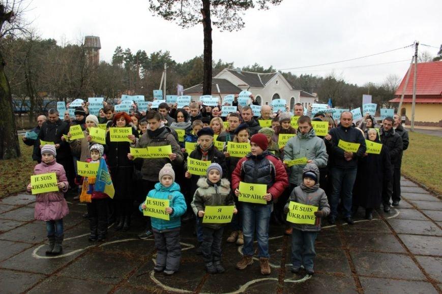 Вчора мешканці Брюховичів вийшли на спільний молебень, аби вшанувати Небесну сотню (ФОТОРЕПОРТАЖ) (фото) - фото 5