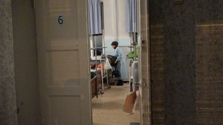 В Мариуполе пенсионерку спас шкаф, а молодая девушка накрыла собой маленькую племянницу (ФОТО) (фото) - фото 1