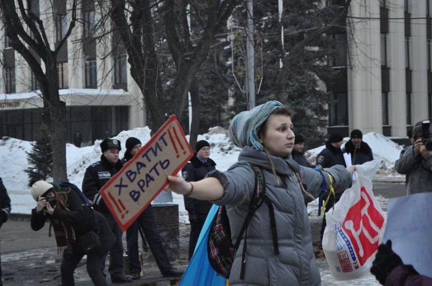 Возле Днепропетровской ОГА открылась экспозиция «Борьба за свободу - Днепровский Майдан» (ФОТО) (фото) - фото 1