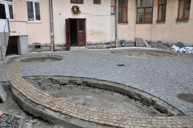 На вулиці Коперника відремонтували внутрішній дворик майже за 300 тис. грн.(ФОТО+ВІДЕО) (фото) - фото 1