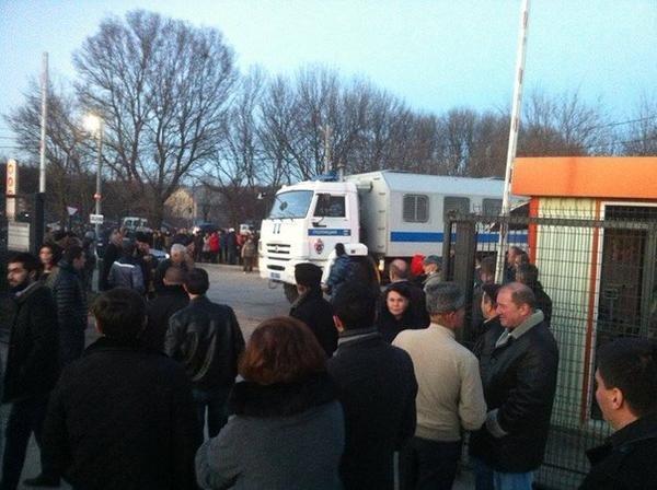 Следственный комитет Крыма подтвердил: обыск телеканала ATR связан с митингом 26 февраля 2014 года (ФОТО) (фото) - фото 4
