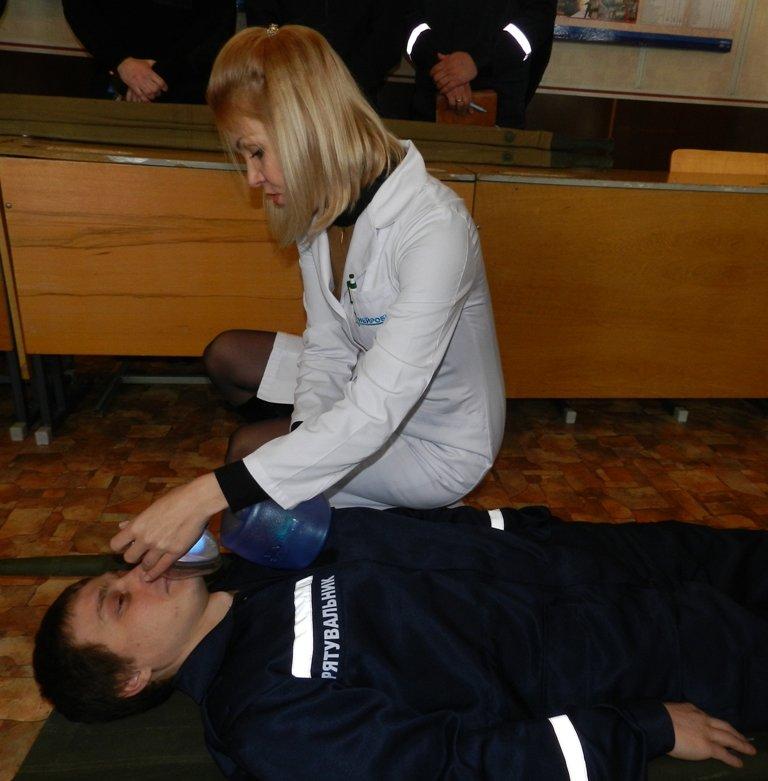 Спасатели Херсона учатся оказывать домедицинскую помощь пострадавшим (фото) - фото 3