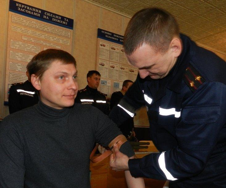 Спасатели Херсона учатся оказывать домедицинскую помощь пострадавшим (фото) - фото 2