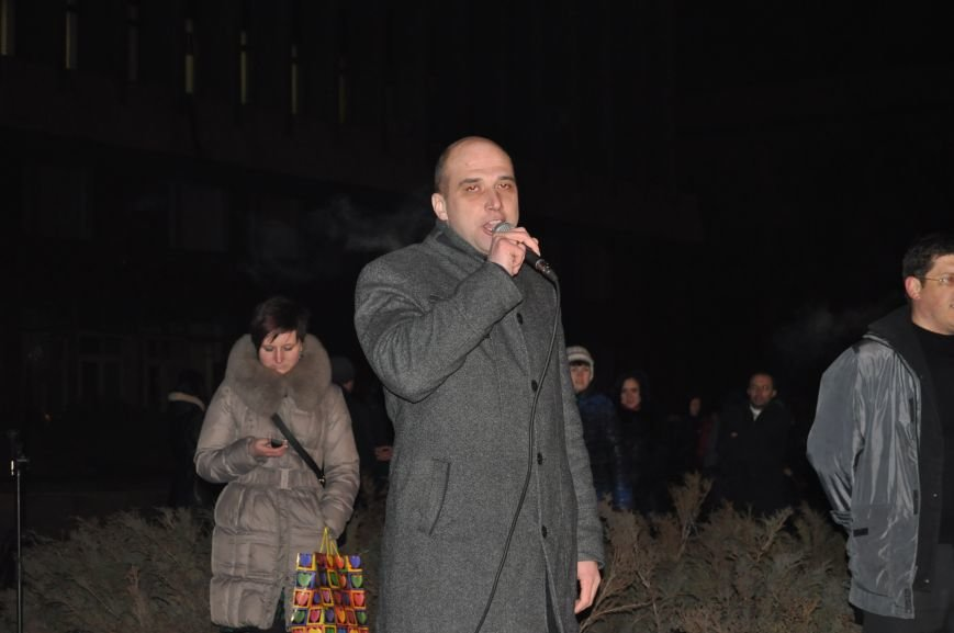 ФОТОРЕПОРТАЖ: В Запорожье горожане собрались под ОГА к годовщине кровавого разгона Майдана, фото-2