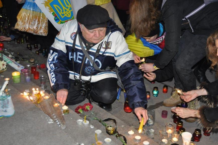 ФОТОРЕПОРТАЖ: В Запорожье горожане собрались под ОГА к годовщине кровавого разгона Майдана, фото-5