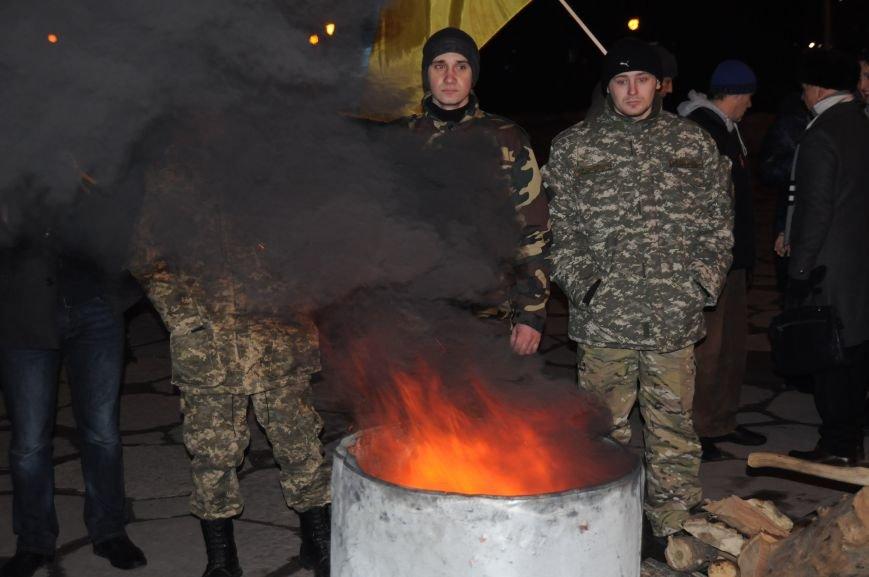 ФОТОРЕПОРТАЖ: В Запорожье горожане собрались под ОГА к годовщине кровавого разгона Майдана, фото-3