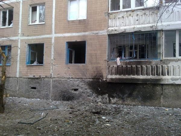 В результате массированного артобстрела в Донецк погиб один мирный житель,  ранено 17, разрушены десятки домов (ФОТО) (фото) - фото 2