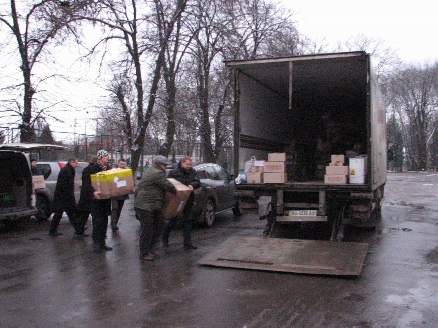 В АТО з Тернополя повезли 5 тон одягу, продуктів та мобільних блок-постів, фото-1