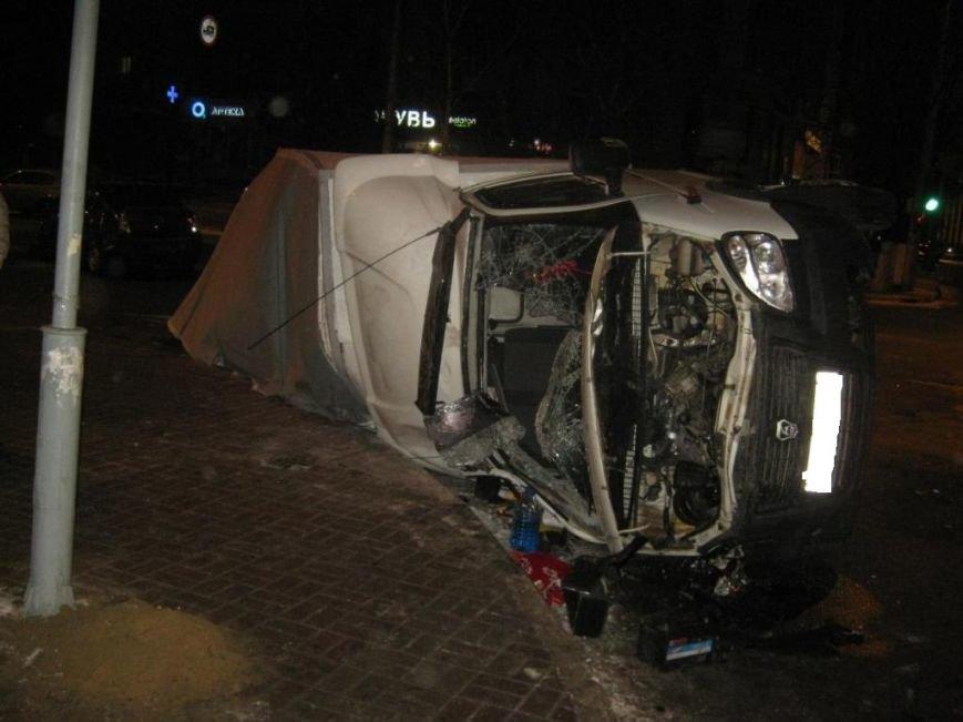 «ГАЗель» и «Рено Логан» не разъехались ночью в Белгороде (фото) - фото 1