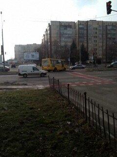 ФОТОФАКТ: у Львові під час руху маршрутка ледь не втратила колесо (фото) - фото 3